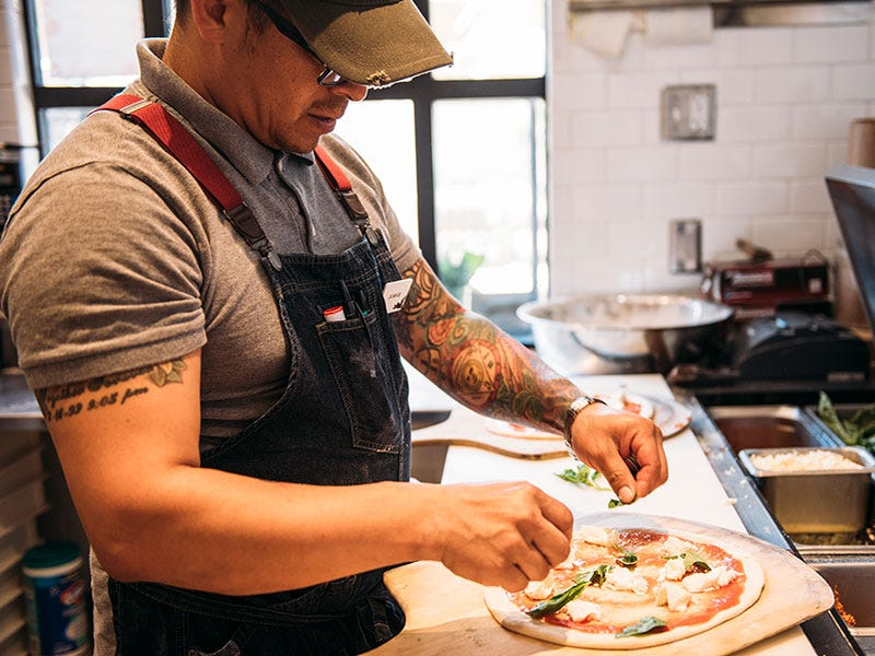 Oakville Grocery chef making woodfired pizza